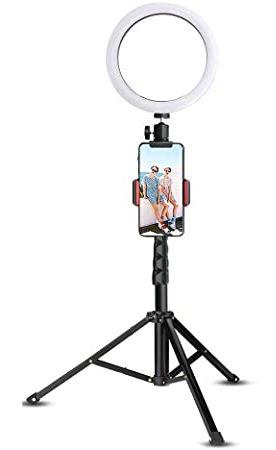 filmer avec un smartphone sur un trépied et anneau lumineux